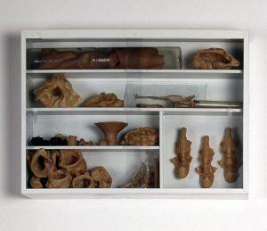 ,kleine Sammlung, 1995, Stahl, Glas, Latex, 66 x 47 x 15cm - Wolfgang Stiller