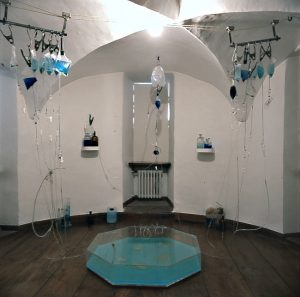 resistente Organismen - 1996, Mixed Media, Installationsaufbau Museum Bochum - Wolfgang Stiller