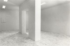 Schüttungen, 1991,Kunststoff variable Größe, Aufbau im Kunstverein Essen/Ruhr - Wolfgang Stiller