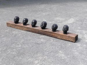 Nanjing II , 2016 Bronze, Holz ca 270 x 40 x 20 cm - Wolfgang Stiller