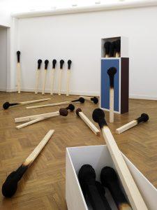 matchstickmen Installation 2008 Detail Material : Holz. Hartschaum, Acrylfarbe Groesse : je 210 x 20 x 20 cm - Wolfgang Stiller